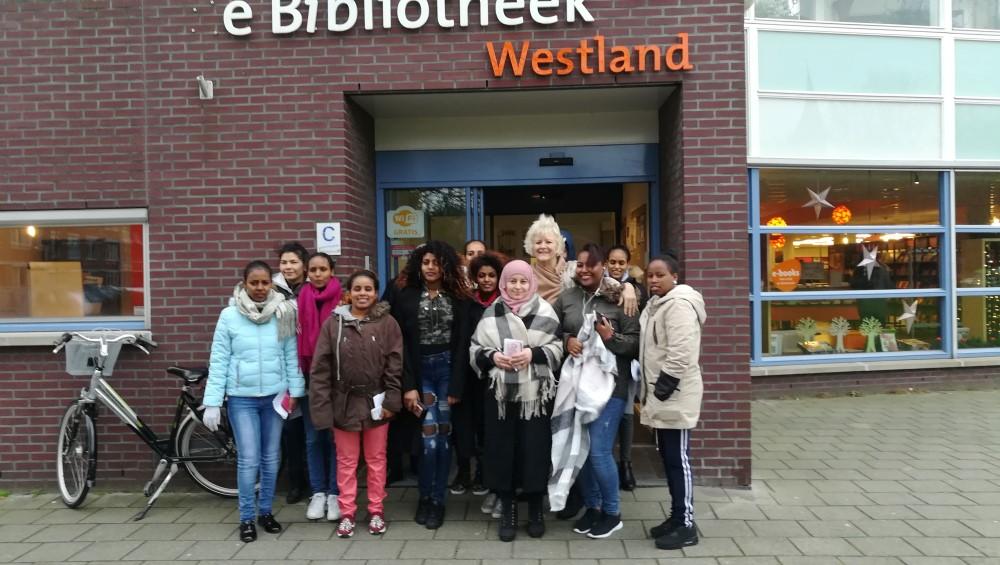 Statushouders Westland bezoeken bibliotheek Naaldwijk!